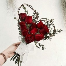 50 Romantic Valentines Flowers You Need to See 01