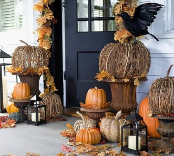 60 Nice Home Decor to Make Your House Stand Out This Halloween 43