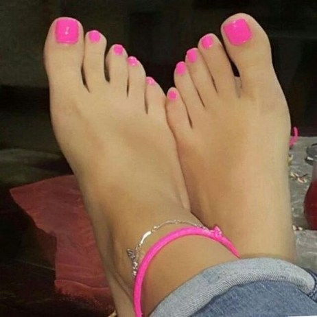 50 Ideas lovely Pink Toe Nail Art for Valentines Day 25