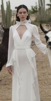 60 Victorian Styles Neckline for Wedding Dress Ideas 14
