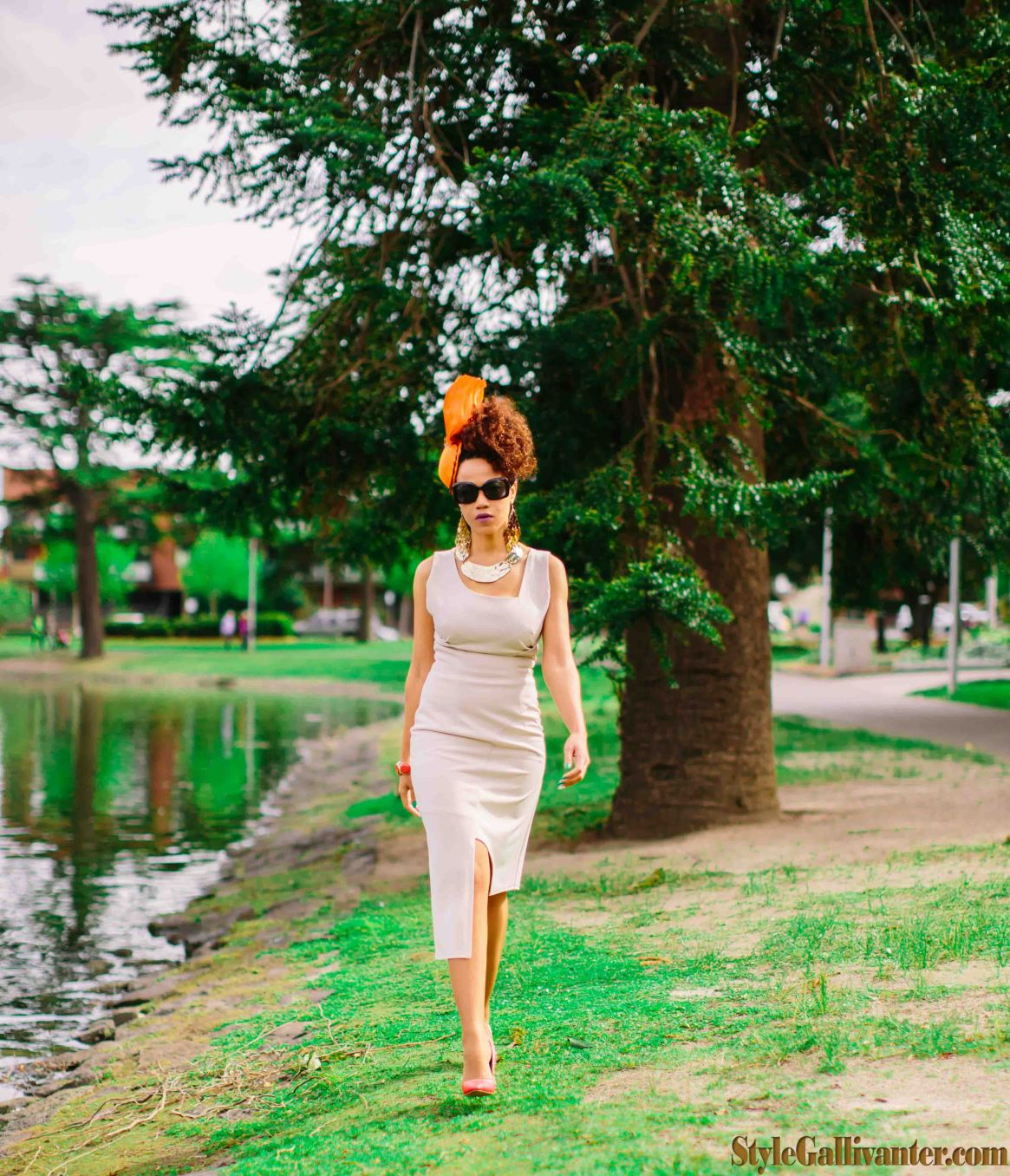 Cream-assymetrical-dress_architectural-trend_The-Race-That-Stops-The-Nation_best-stylist-melbourne_best-image-consultant-melbourne_best-millinery-melbourne-cup-2013_meyer-fashions-on-the-field-2013