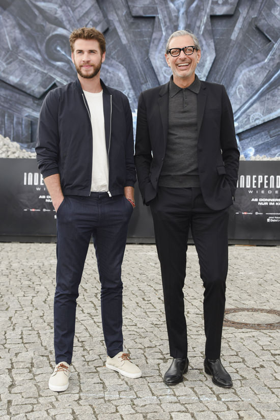 jeff goldblu, independence day resurgence, liam hemsworth, australia, chelsea boots, black suit, polo, glasses, independence day, jeff goldblum style, liam hemsworth style, men's style, menswear, monochrome, bomber jacket, liam hemsworth