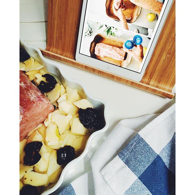 cinta de lomo con salsa de ciruelas y manzana
