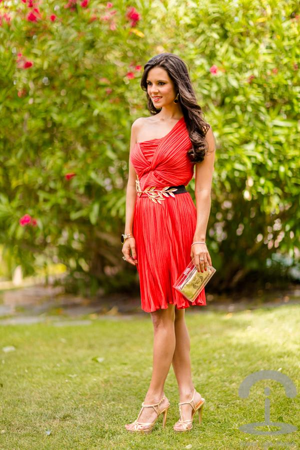 9423eab7c5 look de boda con vestido rojo de halston heritage dresseos crimenes de