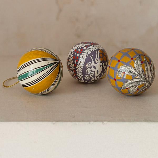 Balls for Christmas table