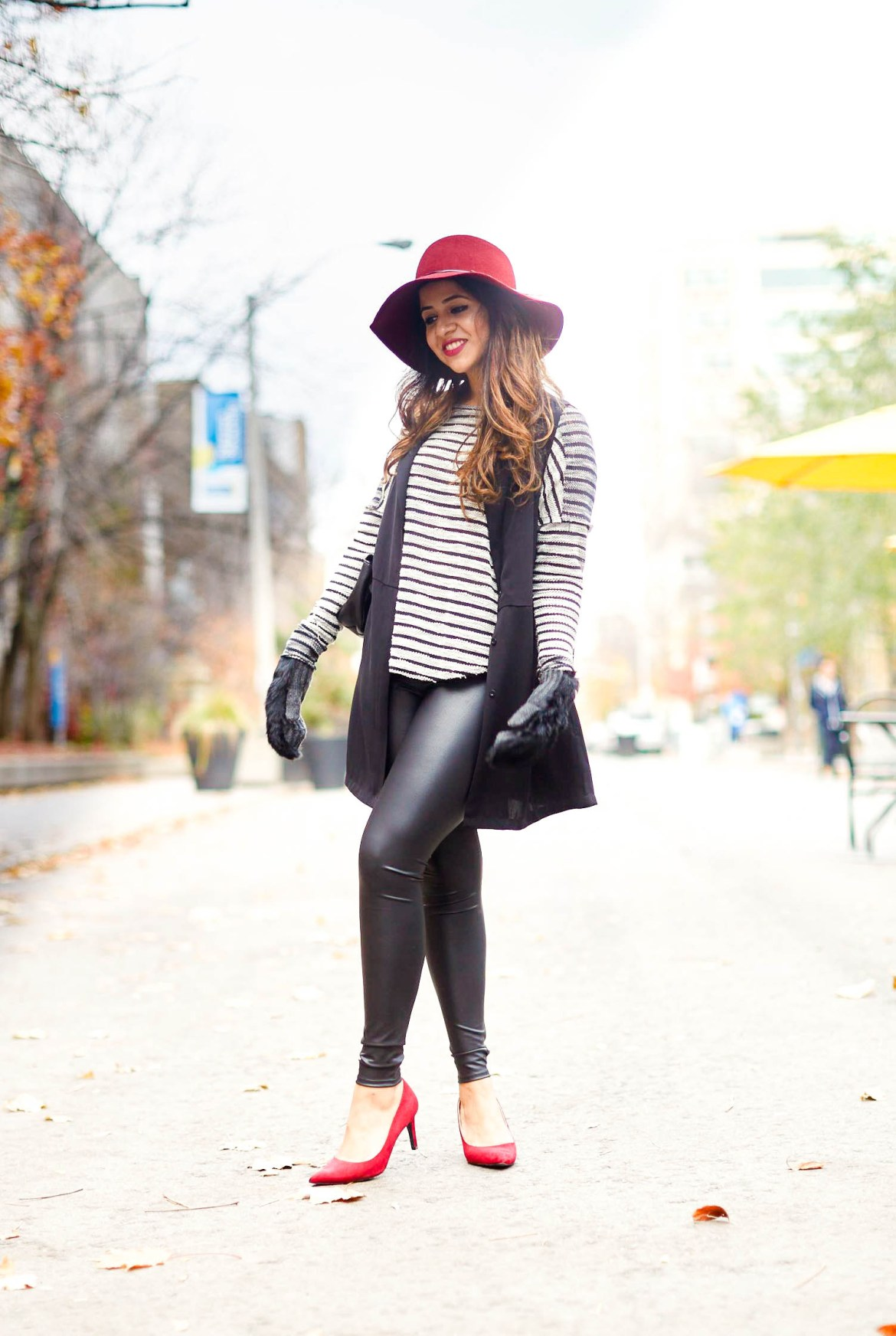 classic-combination-black-red-hat-toryburch-mendocino-clubmonaco-hnm-vest-zara-3