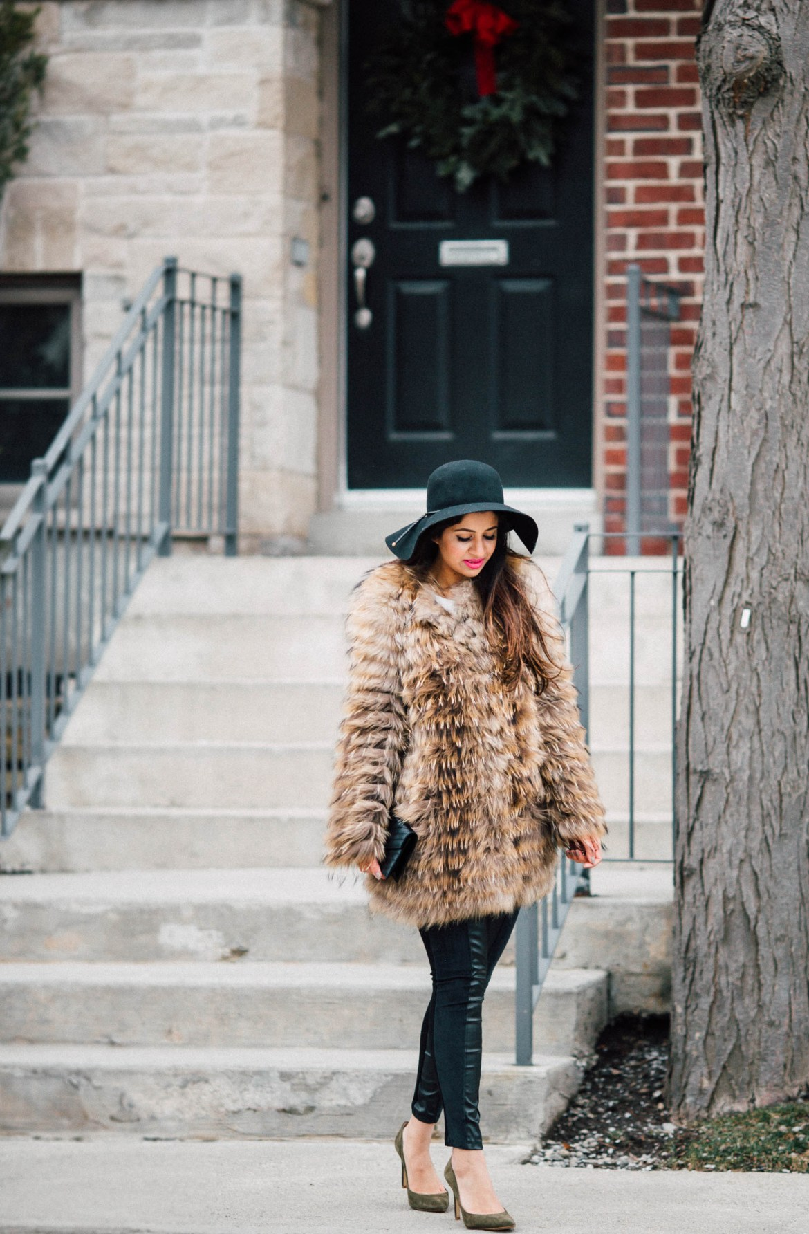 valentinesday-raccoon-fur-floppy-hat-bananarepublic-leggings-pumps-green-seaweed-topshop-leather-ysl-black-minimal-statement-7