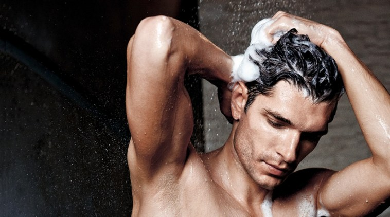10 COMMON MEN'S HAIR CARE MISTAKES
