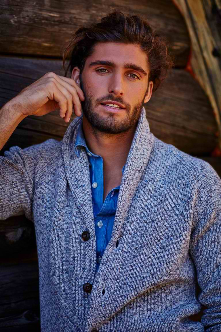 ABERCROMBIE & FITCH PRAISES SUMMER IN THEIR NEW CAMPAIGN COLLECTION