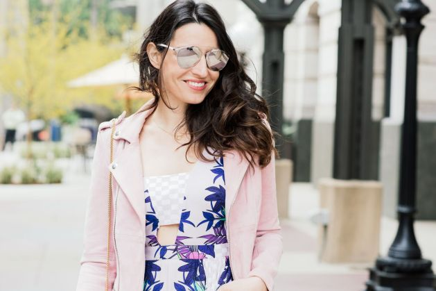 Style blogger style notes by belen wears maje pink suede jacket with Mara Hoffman dress, Valentino shoes, christian dior sunglasses and chloe drew bag  1