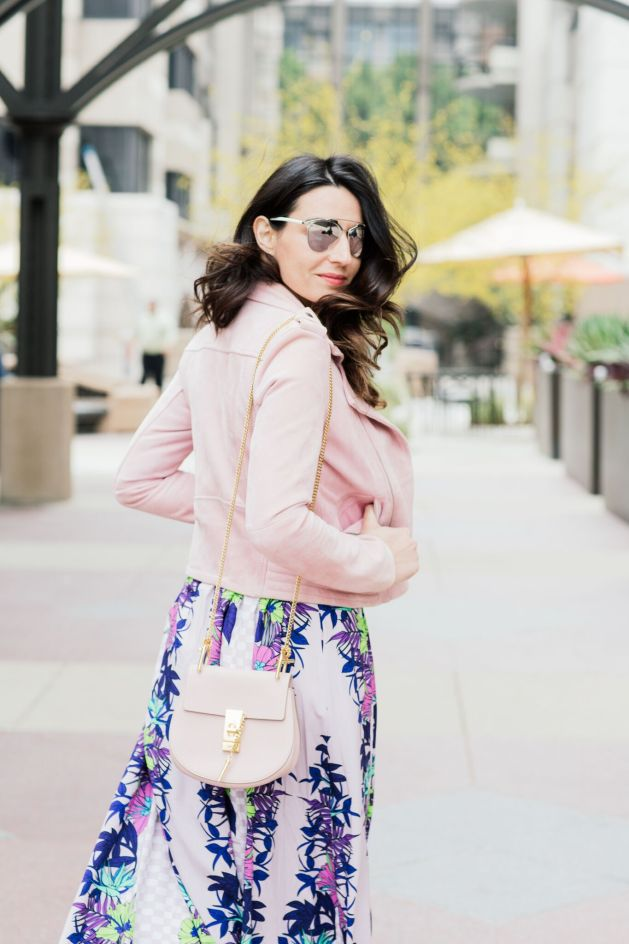 Style blogger style notes by belen wears maje pink suede jacket with Mara Hoffman dress, Valentino shoes, christian dior sunglasses and chloe drew bag