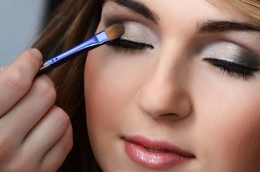 How To Apply Eye Shadow Perfectly?