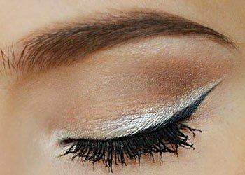 White Eyeliner to Highlight Eye Shadow