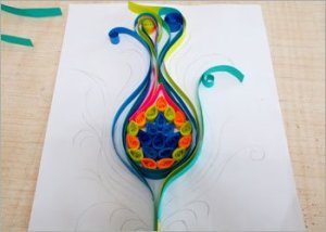 Peacock-feather-quilling-diy-room-decor
