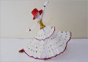Dancing-doll-crepe-paper-crafts