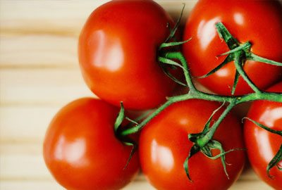Tomatoes to get rid of pimples