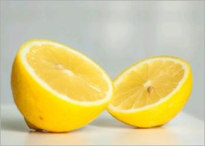 Lemon-for-vomiting-home-remedies