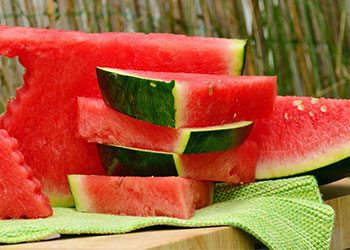Watermelon-home-remedies-for-wrinkled-skin-on-hand
