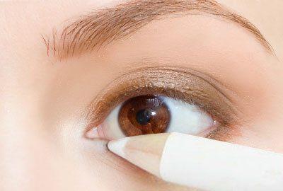 Lighten the inner eye corners