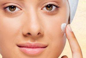 Start-by-applying-moisturizer