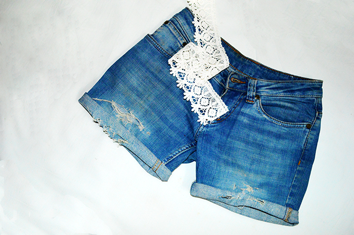 Fashion, Style, Fashion Photography, Street Fashion, Fashion Blogger, Casual wear, Indian Fashion Blogger, DIY, DIY Denim, DIY Denim Shorts, Denim Shorts with lace, DIY Fashion 4