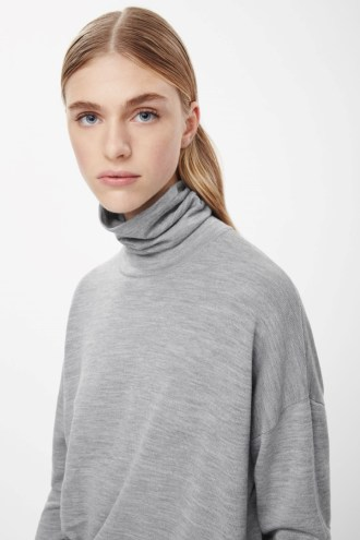 COS ROLL-NECK WITH ELONGATED SLEEVES light grey