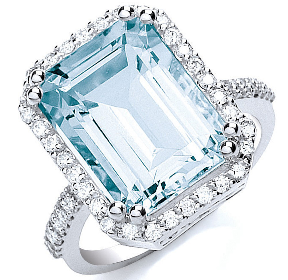 6.25 ct Aquamarine and Diamond Cocktail Ring in 18kt White Gold. PC- Artilis.co.uk