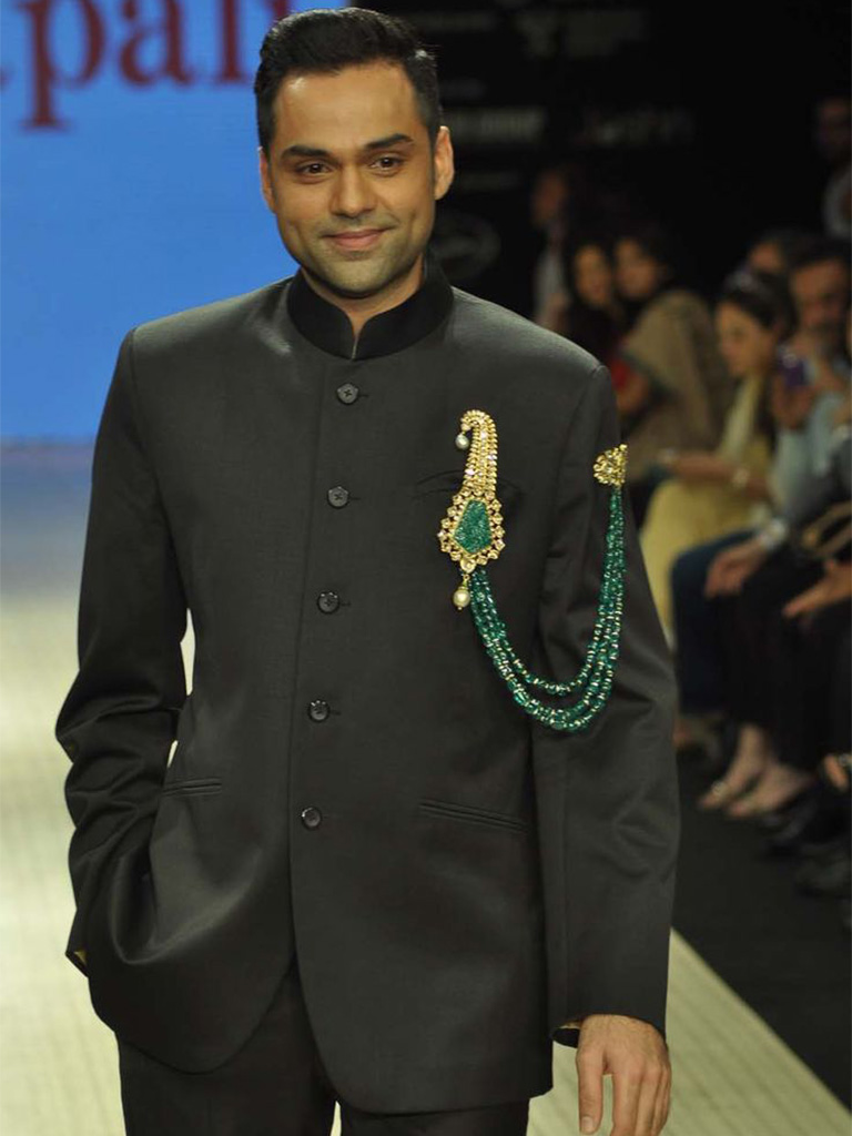 Abhay Deol's Traditional Amrapali Brooch. PC- pinterest.com