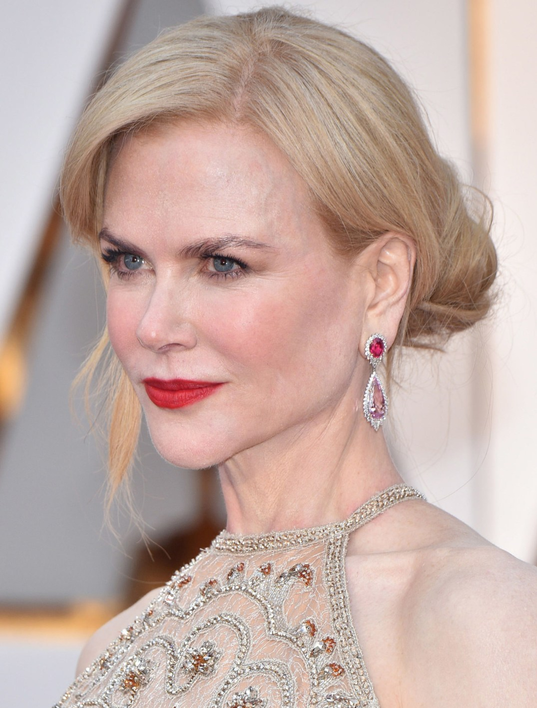 Nicole Kidman wears more than approx 119 carats of Harry Winston jewels. She added a bit of color with Winston Cluster Diamond and Spinel Drop Earrings in Platinum and 18k Yellow Gold, Vintage 1963 Winston Cluster Diamond Bracelet in Platinum; Splash Diamond Bracelet in Platinum and Winston Cluster Pear-Shaped Diamond Ring in Platinum. PC- Harper's Bazaar