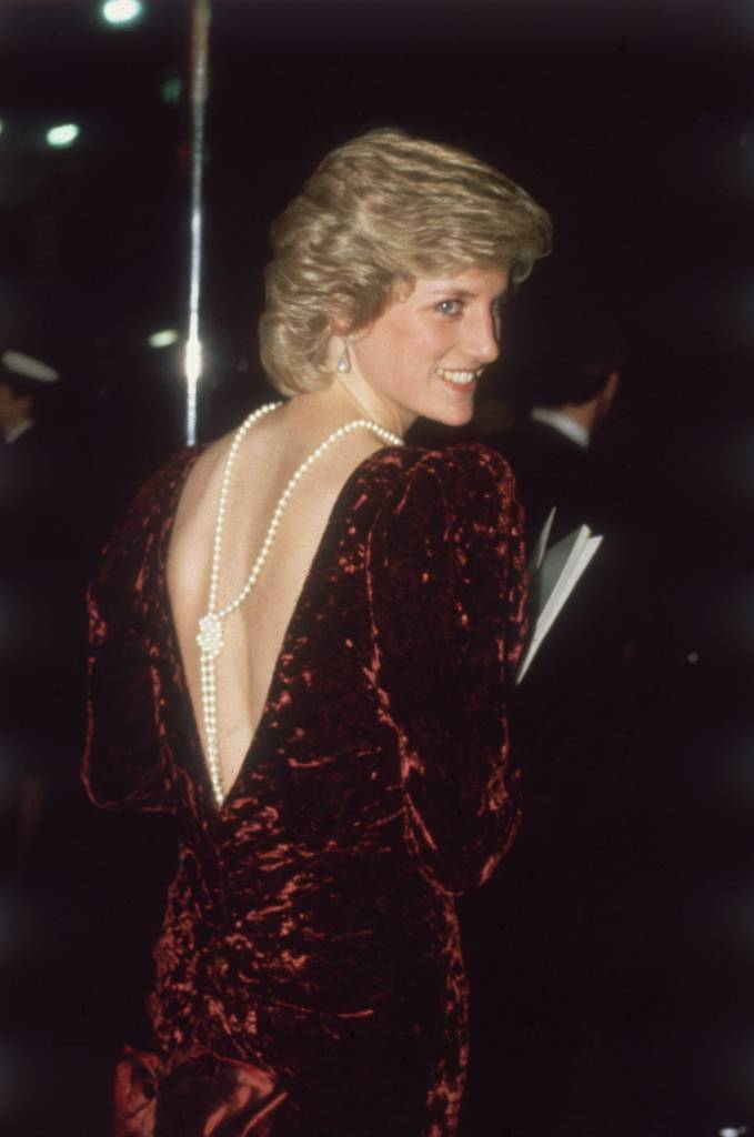 "Late Princess Diana wore a knotted pearl back necklace to the premiere of ""Back To The Future"""