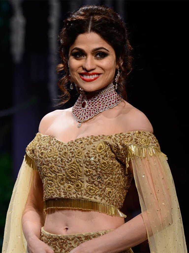 """Shamita Shetty Adorning The """"Modern Bride Collection"""" By Surya Golds At IIJW 2017. Her Destination Wear Choker Is Crafted In Gold And Studded With Swarovski Zirconia Gracefully Carried Over A Golden Manali Jagtap Lehenga. PC- YouTube"""
