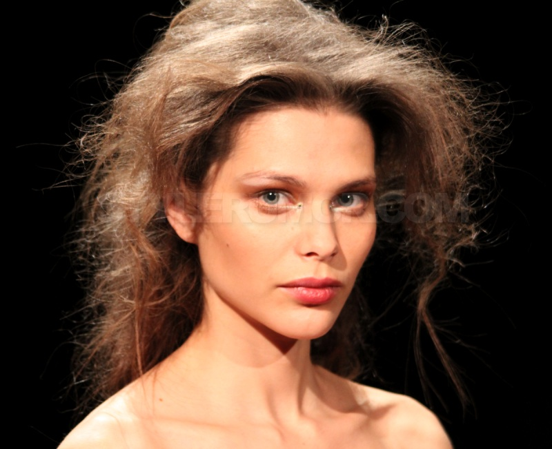 marchesa-fall-winter-2010-frederic-fekkai-hairstyle-10