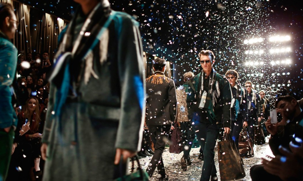 Backstage at the Burberry Prorsum Fall 2015 Show 14