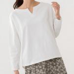 50代・60代女性に人気の大人かわいい服通販。 春のコーディネート2021 【綿100%キーネックカットソー】