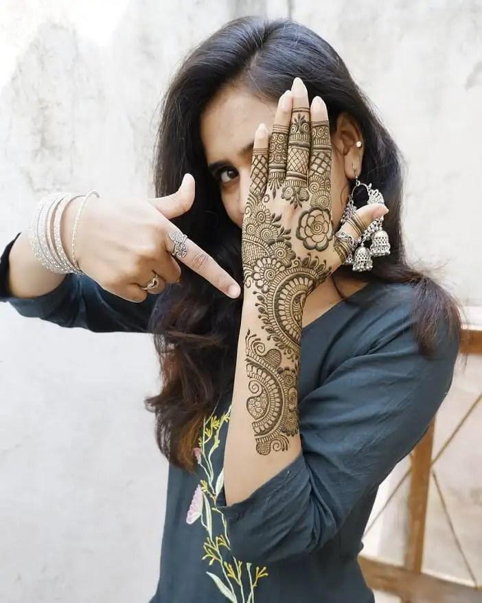 Artistic Back Hand Mehendi Design