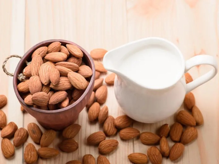 Honey With Chilled Milk And Almonds Face Pack