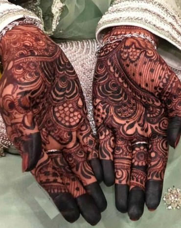 Simple Mehandi Designs for Wedding Occasion IN 2019