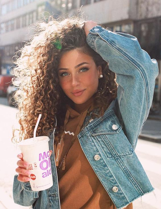 Gorgeous Long Curly Hairstyles Trend for 2019