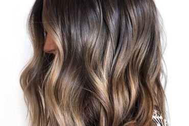 Gorgeous Seamless Blonde Hairstyles to Look Young Again