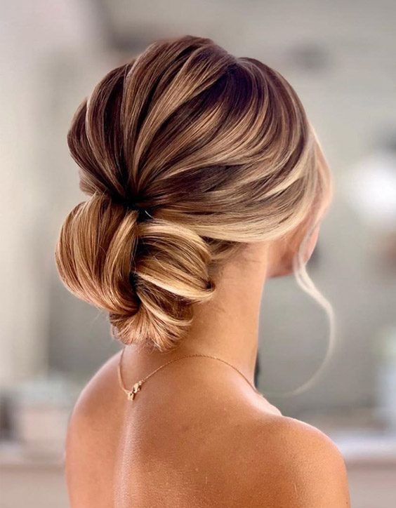 Simple & Gorgeous Low Bun Hairstyles for 2020