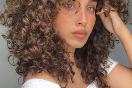 Fascinating Curly Hairstyles for Medium Hair to Wear Now