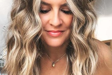 Face Framing Medium to Long Wavy Hairstyles to Try in 2020