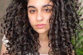Fresh Style of Curly Hair for Medium Length Hair