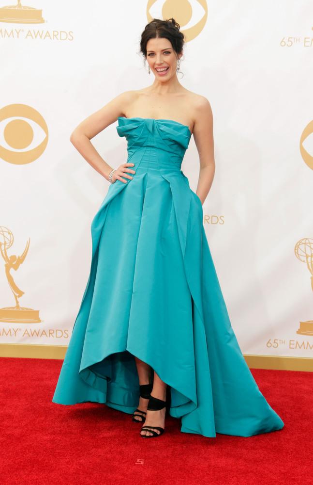 Jessica Pare in Oscar de la Renta (Photo: Getty Images and Huff Post Style)