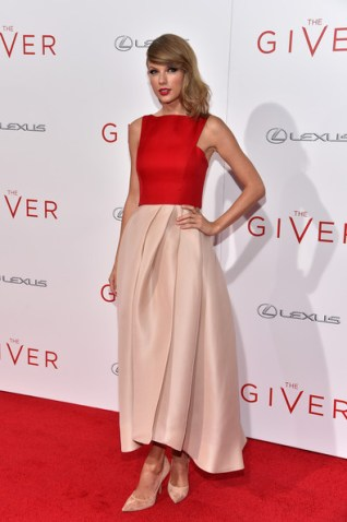The Giver Premiere- Taylor in Monique Lhuillier Photo: Dimitrios Kambouris/Getty