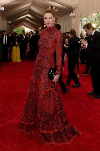 Jessica Hart in Valentino Photo: Getty
