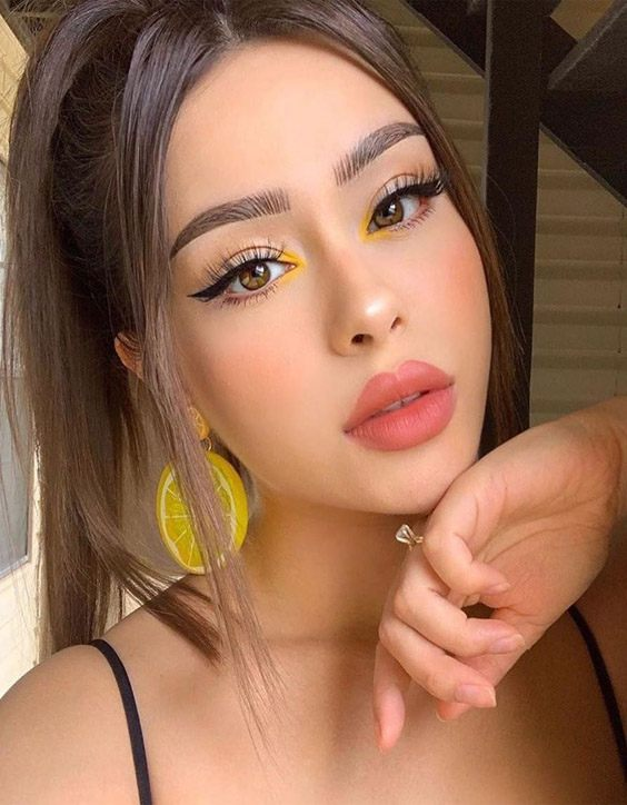Modern & Gorgeous Makeup Styles for Teenage Girls