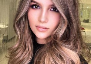 Stylish Beach Blonde Medium Hair Trends for 2020