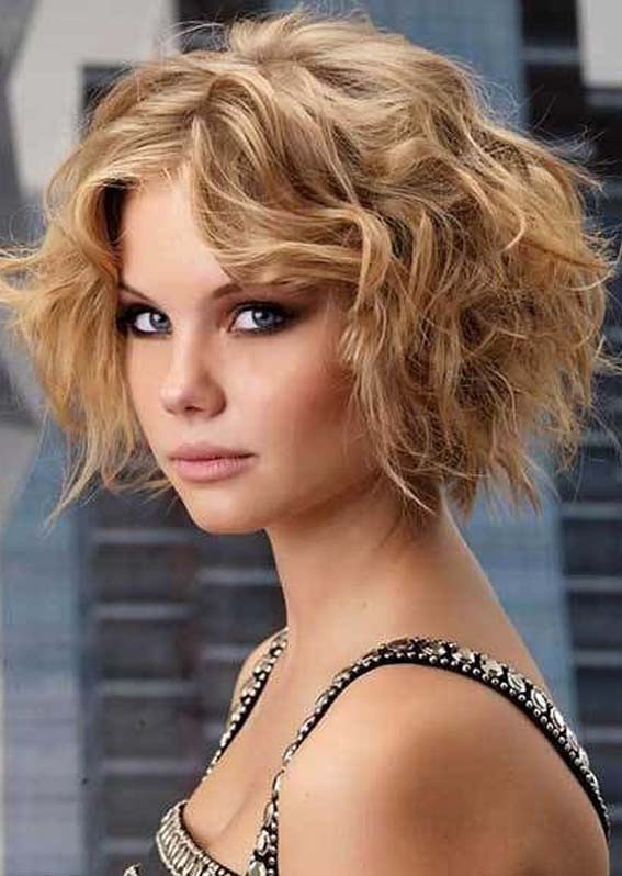 Trendy Short Curly Haircuts for Women to Try in 2020