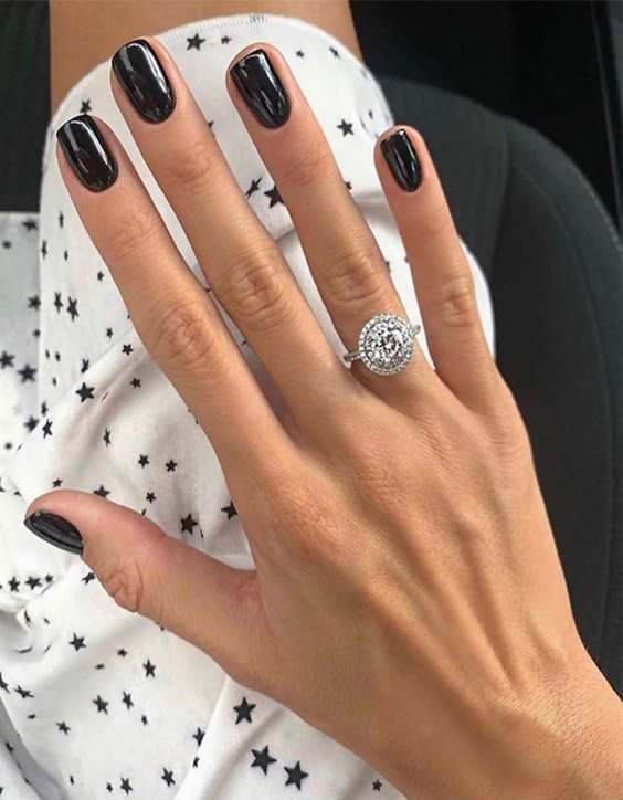 Super Cool Black Nails Style to Copy Right Now